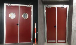 Puerta pivotante de servicio industrial