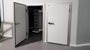 Puerta frigorífica pivotante