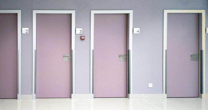 Puertas pivotantes habitaciones de hospital