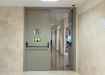 puerta pivotante cortafuegos