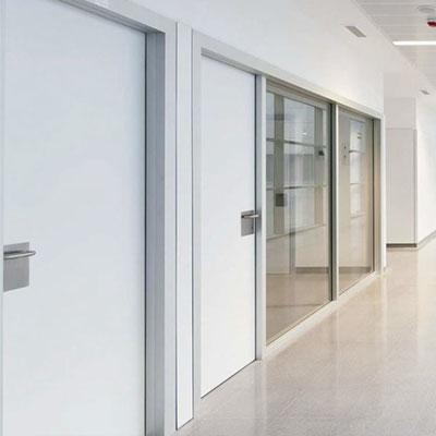 puerta pivotante habitaciones de hospital